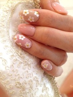 Nails, Nail Art, Nail Designs, Flowers, Floral, Gold Studs, Daisies, Gold Accents, White, Gold, Nude, Pink, Spring, Easter