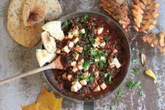 Tofu-pinaattishakshuka, yhden pannun helppo ruoka. VG. Tofu spinach shakshuka is so easy one pot dish.