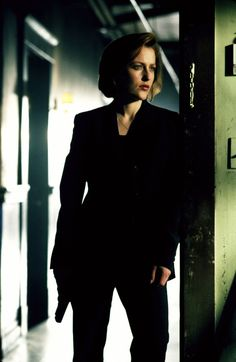 Dana Scully knows how to rock a pant suit, and a gun