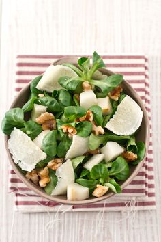 Salad pears, walnuts and Parmesan