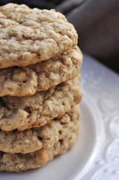 Cinnamon Oatmeal Cookies are not only delicious, they're extremely easy to make. I bet you already have everything you need! They only take 15 minutes from start to finish! Cookie Desserts, Just Desserts, Cookie Recipes, Delicious Desserts, Dessert Recipes, Yummy Food, Cinnamon Oatmeal, Galette, Yummy Cookies