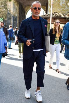 Men casual styles 306315212158970300 - スーツ×スニーカースタイルに合わせたいセットアップ7傑 Source by andrewtoma Older Mens Fashion, Old Man Fashion, Look Fashion, Fashion Outfits, Italian Mens Fashion, Italian Style Men, Fashion Tips, Fashion Trends, Mode Masculine