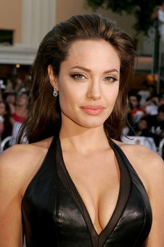 Angelina Jolie in the Picture Repository of Movies, Actors and Actresses. Angelina Jolie Body, Angelina Jolie Pictures, Angelina Jolie Birthday, Jolie Pitt, Le Jolie, How To Feel Beautiful, Most Beautiful Women, Mr And Mrs Smith, Actrices Hollywood