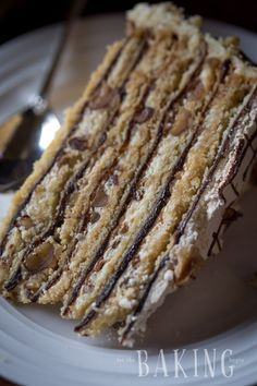 Holiday Cake - Shortbread Cake layers lined topped with plum butter, walnuts, meringue, and Custard Buttercream Meringue Desserts, Meringue Cake, Just Desserts, Delicious Desserts, Meringue Roulade, Hazelnut Meringue, Buttercream Cake, Baking Recipes, Cake Recipes