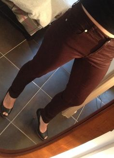 A vendre sur #vintedfrance ! http://www.vinted.fr/mode-femmes/pantalons-skinny/19465150-pantalon-slim-chocolat-les-petites-bombes