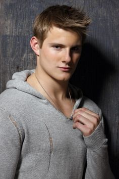 alexander ludwig hot sexy wet shirtless photo shoot hunger games cato sexy blonde frat boy muscle pecs abs seeker dark is rising Alexander Ludwig, Logan Lerman, Amanda Seyfried, Most Beautiful People, Beautiful Men, Kerr Smith, Chaning Tatum, Anger Problems, Tribute Von Panem
