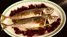 Mackerel is one of the most popular fish in the north of France. This flavoursome fish dish, maquereau à la Flamande, is often served with a beetroot salad. Belgian Food, Belgian Recipes, King Mackerel, Sbs Food, Lemon Wedge, Herb Butter, Fish Dishes, Beetroot, Seafood Recipes
