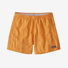 The Patagonia Women's Baggies™ Shorts are the original funhog, all-dependable, up-for-anything shorts. Made of nylon recycled). Patagonia Baggies, Patagonia Shorts, Nylons, Marken Logo, Oldschool, Fitness Models, Cute Outfits, Stylish Outfits, Summer Outfits