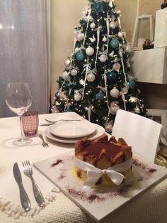 Le feste stanno per concludersi e, poco a poco, torniamo tutti al lavoro.   Vogliamo, però, ringraziare ancora tutti quelli che ci sono stati vicini, di persona o sui social network, rendendo ancora più speciale il nostro Natale e l'inizio del Nuovo Anno. A tutti voi, e a tutti noi, ancora una volta: auguri.