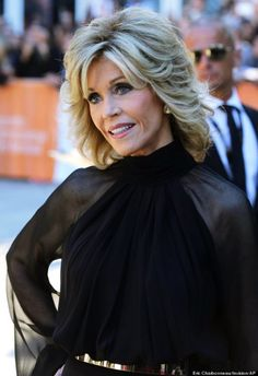 Jane Fonda hair styles over the years Jane Fonda TIFF Actress Looks Half Her Age In Classy Pantsuit Short Hair Older Women, Older Women Hairstyles, Popular Hairstyles, Short Hair Cuts, Cool Hairstyles, Hairstyle Ideas, Hairstyles For Over 60, Hairstyles 2018, Medium Shag Hairstyles
