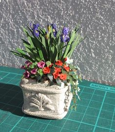 To make the planter and bench, the flowers are also on this site