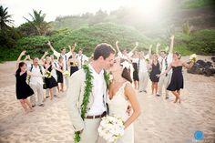 modern weddings hawaii - real wedding - jeni & jay - bride & groom & wedding party