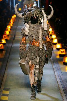 John Galliano Fall 2007 Menswear Fashion Show Mad Max Fashion, Weird Fashion, Fashion Art, New Fashion, Fashion Show, Fashion Design, 1950s Fashion, Runway Fashion, High Fashion