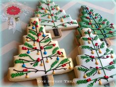 Christmas Trees - sugar cookies, hand decorated cut out cookies, royal icing Christmas Tree Cookies, Iced Cookies, Christmas Sweets, Christmas Cooking, Noel Christmas, Christmas Goodies, Cookies Et Biscuits, Holiday Cookies, Christmas Lights