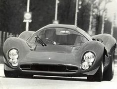 Ferrari 330 @ Monza, 1967 One of the most beautiful Ferraris ever made Le Mans, Vintage Racing, Vintage Cars, Classic Race Cars, New Ferrari, Sports Car Racing, Amazing Cars, Courses, Hot Cars