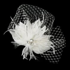 Elegant, dreamy and quite ravishing, this truly lovely feather fascinator will make you feel absolutely exquisite on your big day! It features a breathtaking arrangement of fabulous feathers adorned w