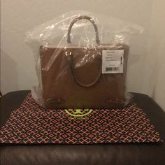 NWT Large Tory Burch Robinson Tote Beautiful bag, double zipped pockets, has long strap as well for should carry Tory Burch Bags