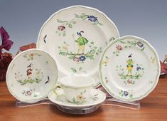 Dinnerware Stand: Clear Plastic Lucite Cup, Saucer, and Plate Stands ...