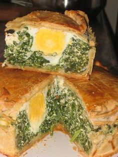 Torta pascualina with oil phyllo dough Ricotta, My Favorite Food, Favorite Recipes, Argentina Food, Veggie Delight, Peruvian Recipes, Catering Food, Winter Food, Creative Food