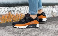 NWT Nike Air Max 90 LX Peach NWT