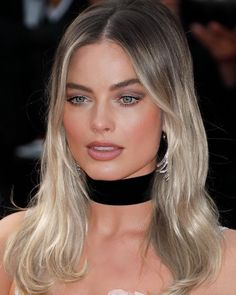 Beautiful Margot Robbie Attending The World Premiere Of 🎬 Once Upon A Time In Hollywood 🎬🎥 Margot Robbie Hair, Margot Robbie Style, Actress Margot Robbie, Margot Robbie Harley Quinn, Cannes Film Festival, Model Tips, Norma Jeane, Hair Looks, Look Fashion