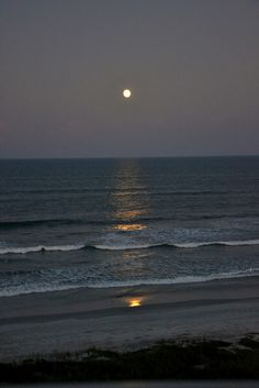 Evening Moon I took this picture from the balcony in Ormond Beach. Evening Moon I to Nature Aesthetic, Night Aesthetic, Beach Aesthetic, Aesthetic Girl, Aesthetic Backgrounds, Aesthetic Wallpapers, Quote Backgrounds, Beach At Night, Ocean At Night