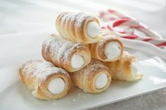 Foam roll with sugar snow filling not too sweet - Backen - Doughnut Recipes Easy Cake Recipes, Sweet Recipes, Dessert Recipes, Meal Recipes, Simple Recipes, Austrian Desserts, Macedonian Food, Food Tags, Mini Donuts