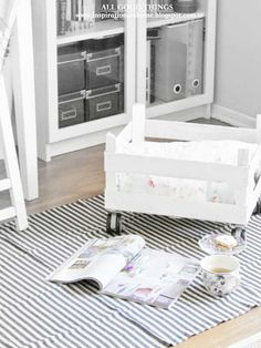 DIY pet crate on wheels Shabby Craft and Decor From Turkey...or a toy box...