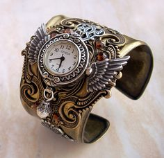 This is beyond words!!! I want it, and I want it now!!!  Steampunk watch.
