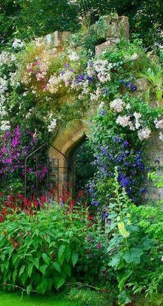 layering, love the secret garden/cottage garden feel Lush Garden, Garden Cottage, Dream Garden, Cottage Door, Big Garden, Garden Living, Garden Art, Beautiful Gardens, Beautiful Flowers