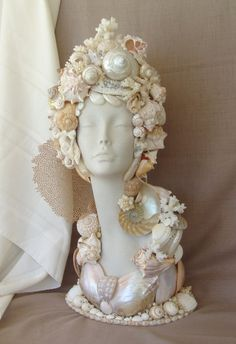 Bust Seashell Mannequin Head Pearl and Mauve Sea fans Seashell Art, Seashell Crafts, Beach Crafts, Diy And Crafts, Arts And Crafts, Styrofoam Head, Seashell Projects, Diy Y Manualidades, Mannequin Heads