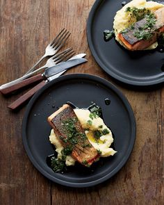 Crispy-Skin Salmon with Herb Dressing from Scratch, cookbook by Maria Rodale. Fancy Dishes, Food Dishes, Main Dishes, Healthy Comfort Food, Healthy Eating, Healthy Mind, Salmon Recipes, Seafood Recipes, Salmon Dinner