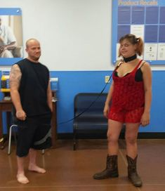 30 Walmart Shoppers That Are Beyond Messed Up! Walmart Funny, Go To Walmart, Only At Walmart, People Of Walmart, No Way Girl, Walmart Shoppers, Walmart Stores, Dom And Subs, Women Lifting