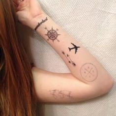 The Best Compass Tattoo Designs, Ideas and Images with meaning and drawings. Compass tattoos inspirations are beautiful for the forearm, wrist or back. Mini Tattoos, Cute Tattoos, Body Art Tattoos, Small Tattoos, Tatoos, Compass Tattoo Design, Arrow Tattoo Design, Tattoo Arrow, Arrow Design