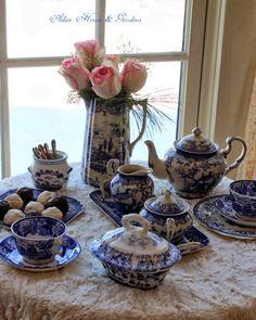 Cozy Little House: Tea With The Lovely Carolyn Aiken