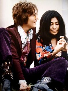 John Lennon and Yoko Ono-Lennon pinche vieja pinche John Lennon Yoko Ono, Imagine John Lennon, John Lennon Beatles, The Beatles, Jhon Lennon, Beatles Photos, Ringo Starr, George Harrison, Paul Mccartney