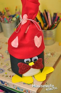 Easy last minute Valentine's Day Mailbox for kids // Cute V-Day DIY from HouseWifeEclectic.com