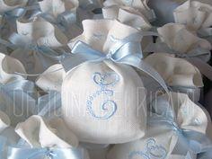 Sacchetti portaconfetti per comunione e/o cresima artigianali e made in Italy, completamente personalizzabili e unici. Officina dei Ricami