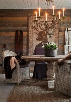 Drömhuset har adventspyntats med doftande hyacinter, fällar & granris – kika in! Log Home Interiors, Mountain Cottage, Little Cabin, Interior Decorating, Interior Design, Roof Design, French Country Style, Cabins In The Woods, Decoration