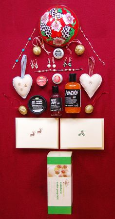 Some gift ideas to get you feeling festive: cards, jewelry and Christmas tree decorations by Tawny Blue, Rainbow Cake Pop Kit by the Baking Tree and Lush bath products. All on sale at the White Christmas Fair!