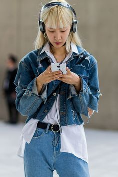 Untucked. #refinery29 http://www.refinery29.uk/2016/10/126995/street-style-seoul-fashion-week#slide-12