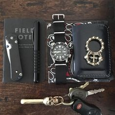 """62 Likes, 3 Comments - de Luxe Standard (@deluxestandardusa) on Instagram: """"Daily Pocket Dump: New week, new beginning! Hope everyone has a great week. = #mondays #edc…"""""""