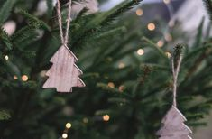 Homemade Primitive Christmas Tree Ornaments For A Traditional Holiday Primitive Christmas Tree, Christmas Wood, Christmas Images, Christmas Balls, Christmas Tree Ornaments, Christmas Crafts, Merry Christmas, Christmas Holidays, Winter Holiday