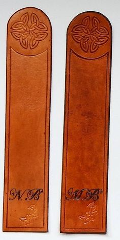 Marque page en cuir personnalisé feuille de lierre livre