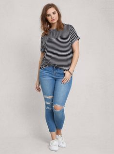 Cute Outfits For Plus Size Women. Graceful Plus Size Fashion Outfit Dresses for Everyday Ideas And Inspiration. Plus Size Refashion. Chubby Fashion, Big Girl Fashion, Sneaker Outfits, Look Plus Size, Plus Size Casual, Simple Outfits, Casual Outfits, Casual Attire, Fashion Outfits