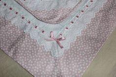 kit bebê feito em piquet, tecido 100% algodão,bordado inglês, fita de cetim, este kit é forrado com tecido em poá. manta forrada 73x73 cm, pano de boca forrado 35x35 cm, fralda 70x70 cm R$ 130,00