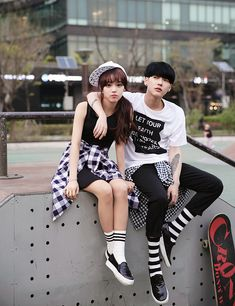 Image de couple, ulzzang, and ulzzang couple matching ❤ di 2019 наряды для пар Korean Fashion Kpop, Korean Fashion Summer, Korean Street Fashion, Ulzzang Fashion, Korea Fashion, Asian Fashion, Fashion Teens, Ulzzang Couple, Ulzzang Girl
