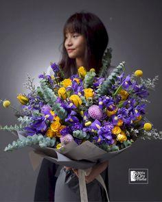 Ranunculus Flowers, Iris Flowers, Flower Bouquets, Hand Bouquet, Language Of Flowers, Seasonal Flowers, Flower Delivery, Color Themes, Dahlia
