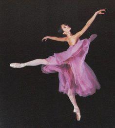 Dance - Radiant Orchid Pantone #coloroftheyear