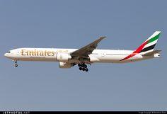 Emirates Boeing 777-31H/ER (registered A6-ENR; photo by Sebastian Sowa)
